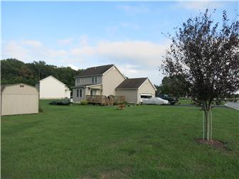 Corner position on a great 1/2 acre lot (photo 3)