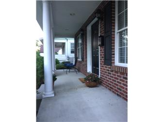 Charming front porch (photo 4)