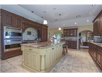 Stunning Kitchen with an 11' center island (photo 4)