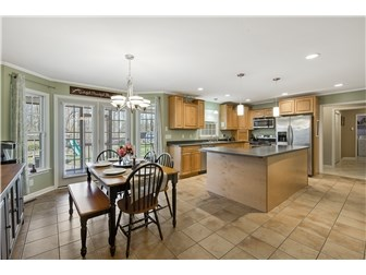 Spacious Kitchen and Dining Area (photo 5)