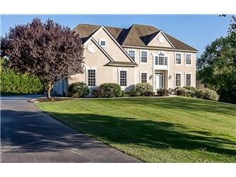Stately colonial with gorgeous curb appeal (photo 1)