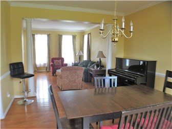 Dining room with crown molding and columns (photo 5)