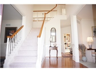 Multi Story Entry w/Turned Staircase (photo 2)