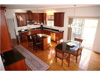 Designer Kitchen (photo 3)