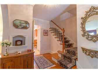 Main foyer entry & hardwood floors throughout (photo 3)