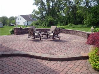 Curcular paver patio with perimeter wall (photo 4)