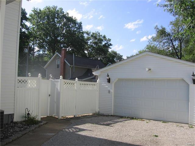 589 North Chestnut Street, Breese, IL - USA (photo 2)