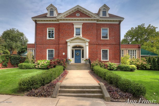 Single Family Residence, Traditional - Grand Rapids, MI (photo 1)