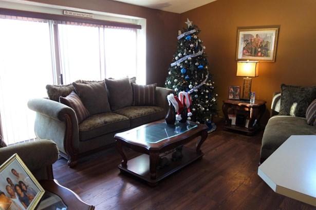 Tri-Level, Single Family Residence - Kentwood, MI (photo 2)