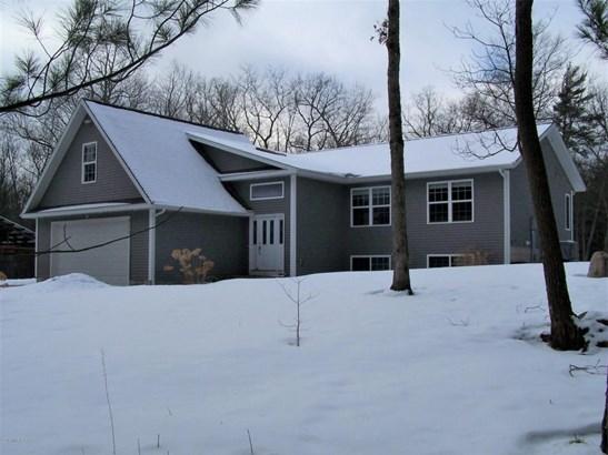 Single Family Residence, Bi-Level - Muskegon, MI (photo 1)