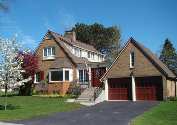 Single Family Residence, Colonial - Ludington, MI (photo 4)
