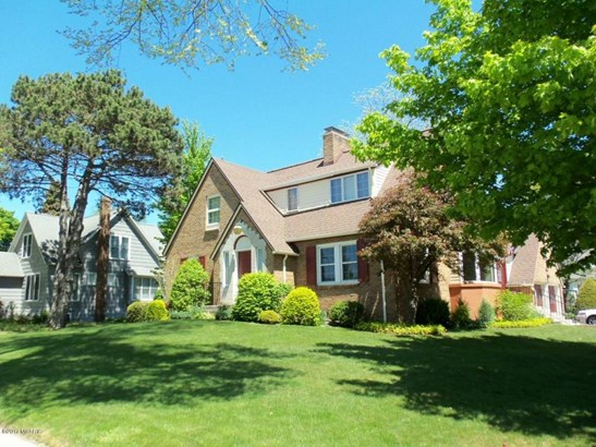 Single Family Residence, Colonial - Ludington, MI (photo 5)