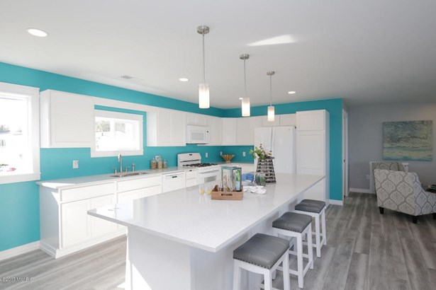 Single Family Residence, Contemporary - Shelbyville, MI (photo 3)