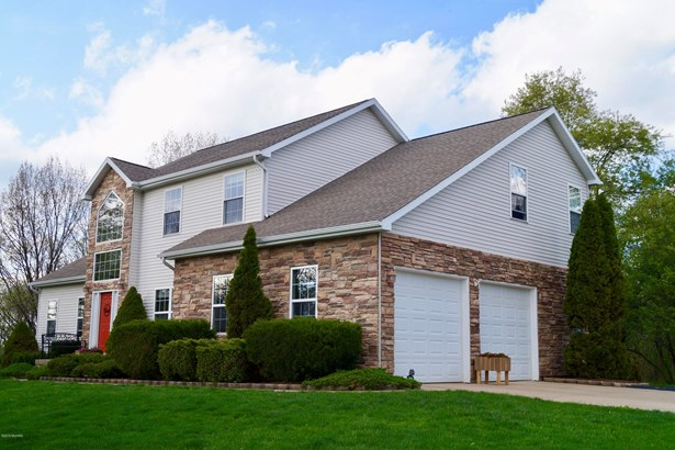 Single Family Residence, Traditional - Eaton Rapids, MI