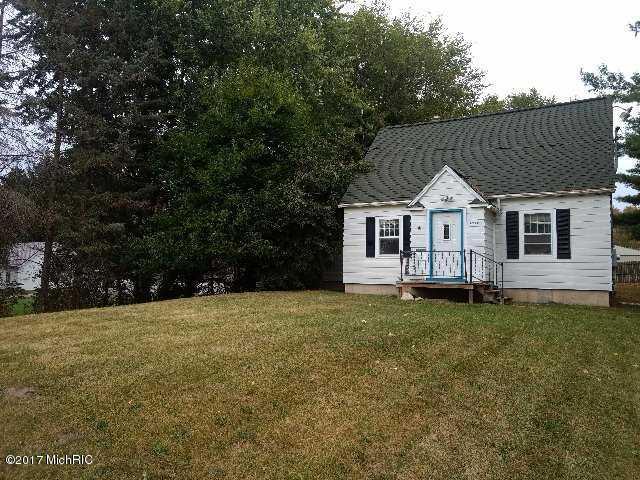 Cape Cod, Single Family Residence - Fremont, MI (photo 2)