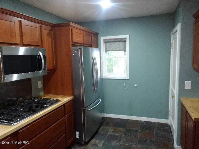 Cape Cod, Single Family Residence - Fremont, MI (photo 4)