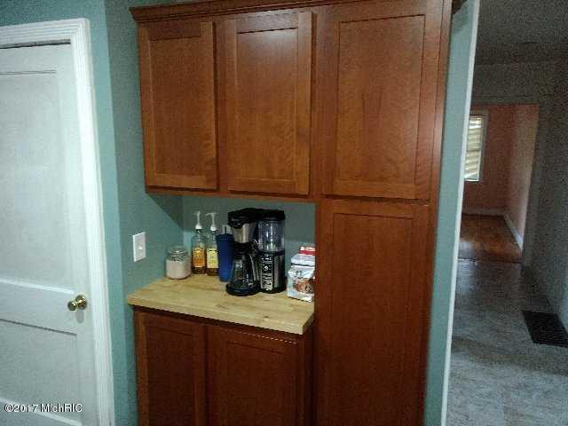Cape Cod, Single Family Residence - Fremont, MI (photo 5)
