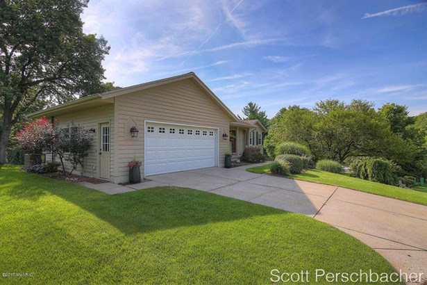 Single Family Residence, Ranch - Grand Rapids, MI (photo 2)