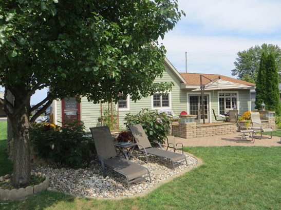 Single Family Residence, Traditional - Shelbyville, MI (photo 2)