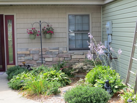 Single Family Residence, Traditional - Shelbyville, MI (photo 3)