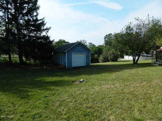 Cape Cod, Single Family Residence - Belding, MI (photo 3)
