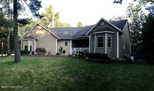 Single Family Residence, Contemporary - Twin Lake, MI (photo 2)