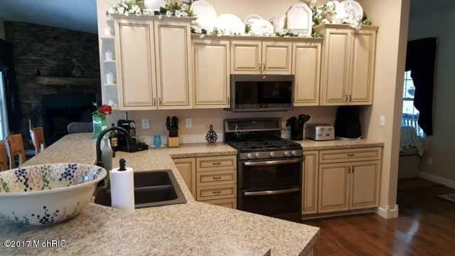 Single Family Residence, Contemporary - Twin Lake, MI (photo 4)
