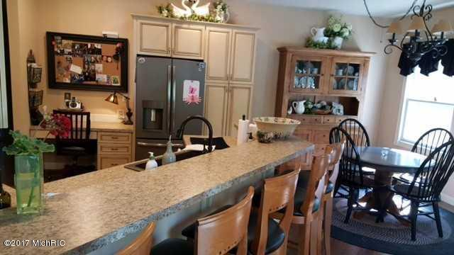 Single Family Residence, Contemporary - Twin Lake, MI (photo 5)