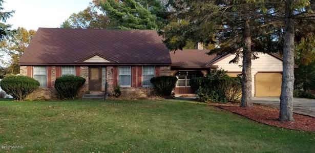 Single Family Residence, Bi-Level - Norton Shores, MI (photo 1)