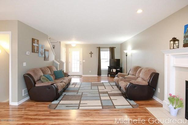 Single Family Residence, Contemporary - Caledonia, MI (photo 4)