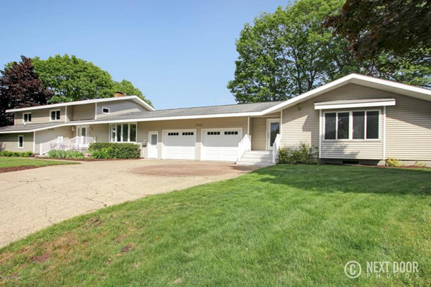 Single Family Residence, Quad Level - Grand Haven, MI (photo 1)