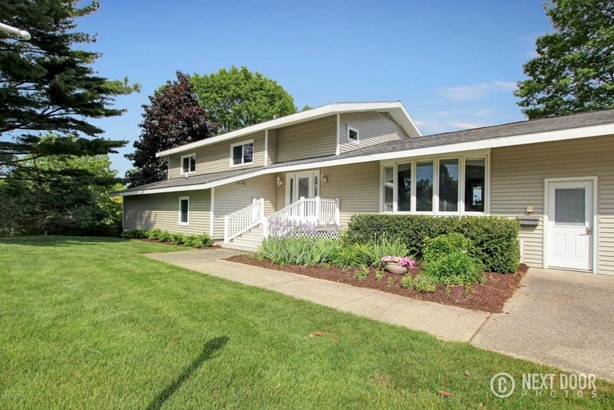 Single Family Residence, Quad Level - Grand Haven, MI (photo 2)