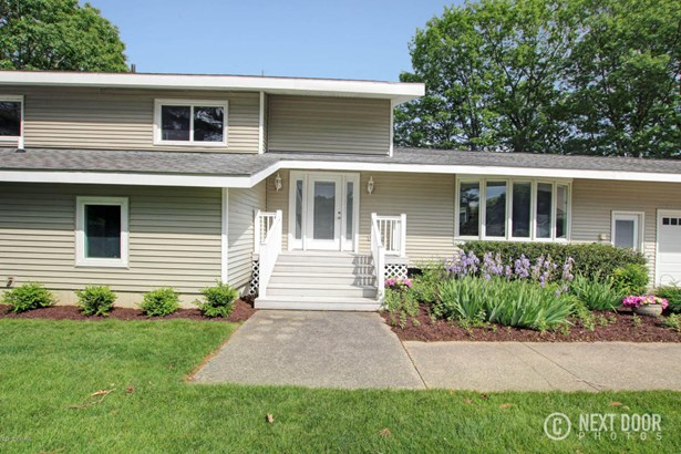 Single Family Residence, Quad Level - Grand Haven, MI (photo 3)