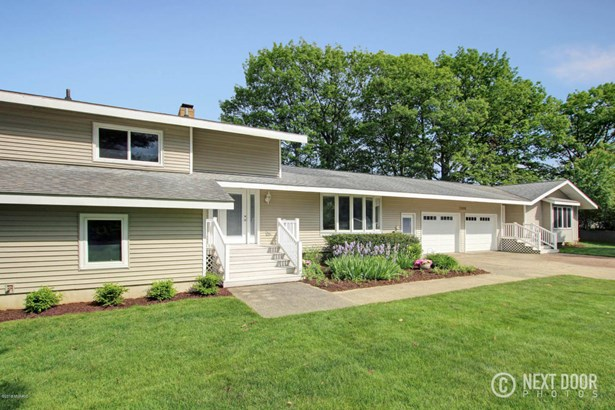 Single Family Residence, Quad Level - Grand Haven, MI (photo 4)