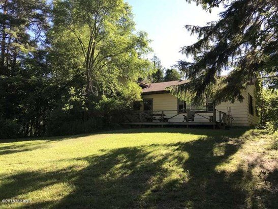 Tri-Level, Single Family Residence - Ludington, MI (photo 3)