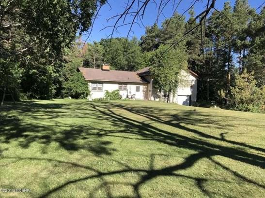 Tri-Level, Single Family Residence - Ludington, MI (photo 5)