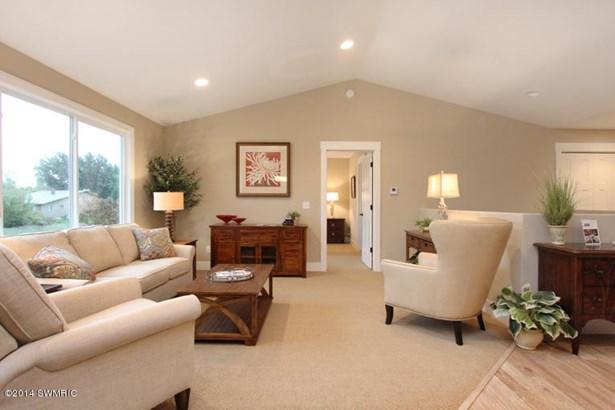 Condominium, Ranch - Kentwood, MI (photo 2)