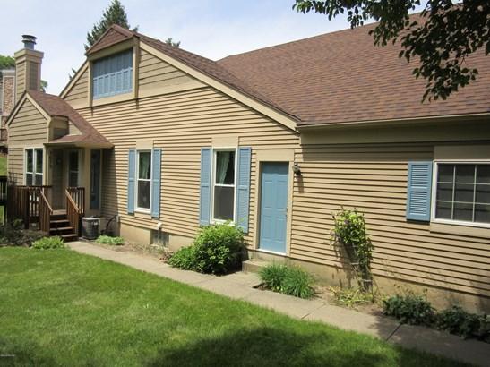 Condominium, Ranch - Grand Rapids, MI (photo 2)