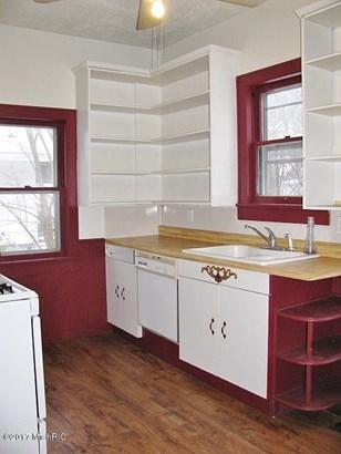 Cape Cod, Single Family Residence - Muskegon, MI (photo 2)