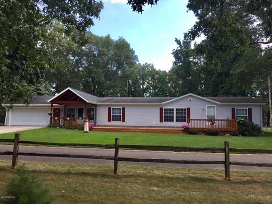 Single Family Residence, Ranch - Shelbyville, MI (photo 2)