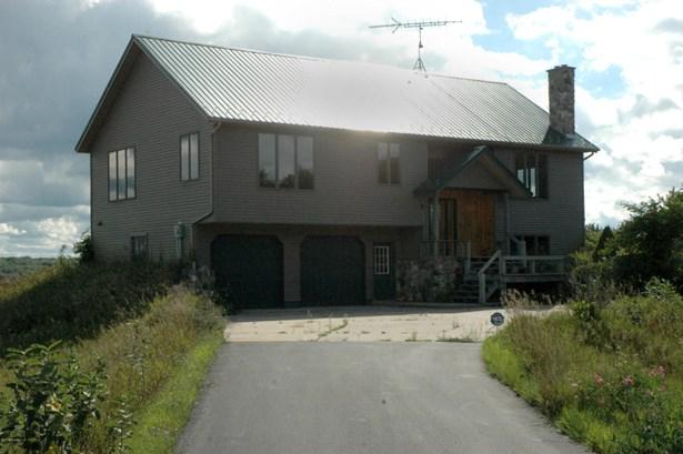 Single Family Residence, Bi-Level - Big Rapids, MI (photo 3)