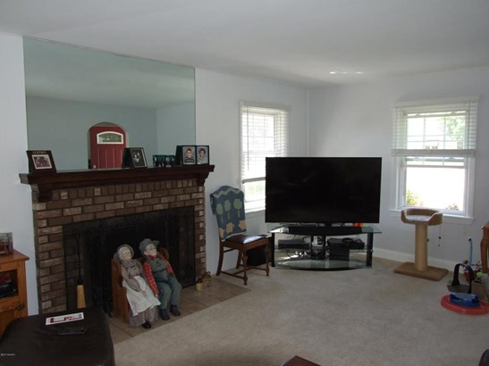 Single Family Residence, Traditional - North Muskegon, MI (photo 4)
