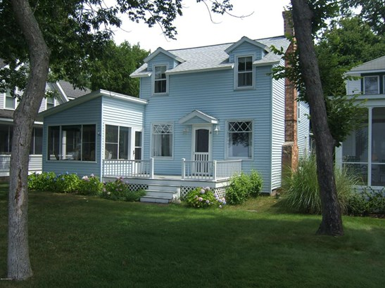 Cabin/Cottage, Single Family Residence - Whitehall, MI (photo 2)
