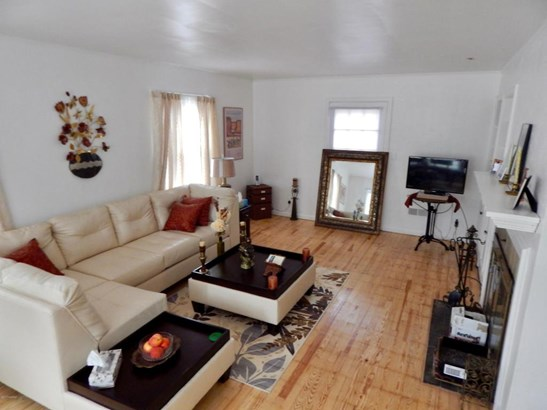 Single Family Residence, Colonial - Muskegon, MI (photo 5)