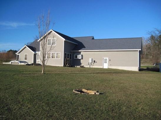 Single Family Residence, Traditional - Shelby, MI (photo 2)