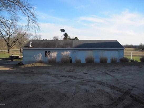 Single Family Residence, Traditional - Shelby, MI (photo 3)