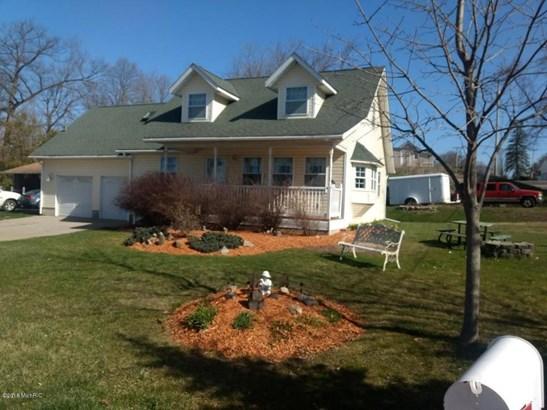 Single Family Residence, Contemporary - Fremont, MI (photo 1)