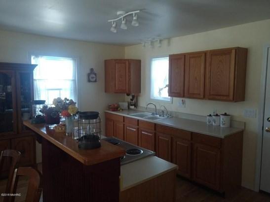 Single Family Residence, Contemporary - Fremont, MI (photo 2)