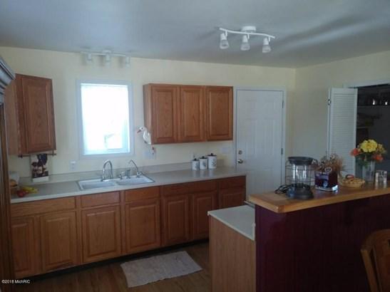 Single Family Residence, Contemporary - Fremont, MI (photo 3)