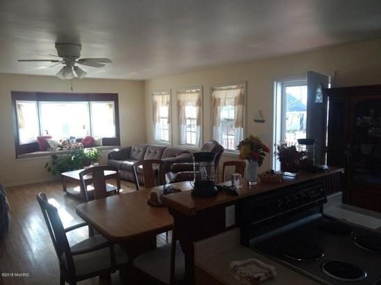 Single Family Residence, Contemporary - Fremont, MI (photo 4)